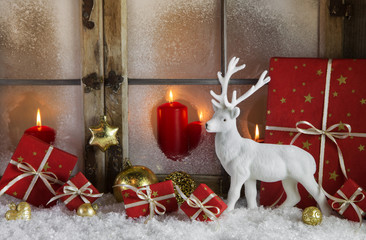 Romantische Weihnachtskarte klassisch in Rot und Weiß