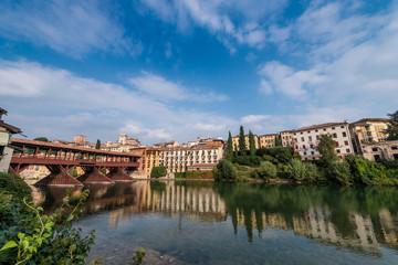 Scorcio di Bassano del grappa con fiume ponte e palazzi