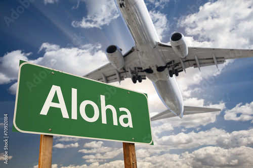 Foto op Canvas Texas Aloha Green Road Sign and Airplane Above