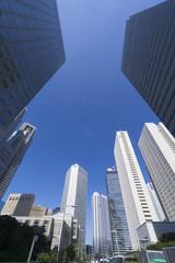 快晴青空 新宿高層ビル街を見上げる 183