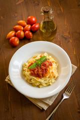 Tagliatelle al sugo, cucina italiana