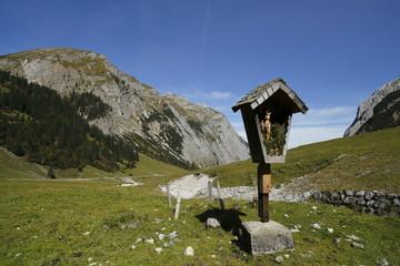 Wegekreuz am Berg