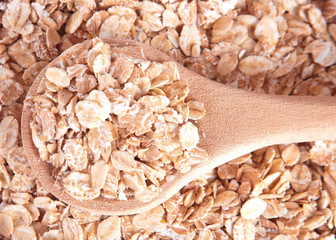 The oat flakes on spoon, closeup