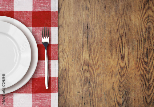 dinner table with setting plate top view - 70935941