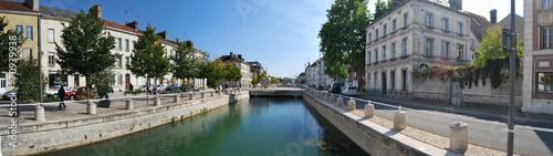 Fotobehang Stad aan het water Troyes Canal du Trévois