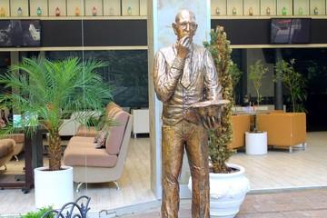 Kisa Vorobyaninov statue in Odessa