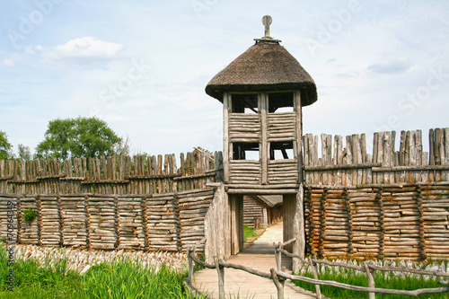 Palisade and entrance. The settlement in Biskupin.