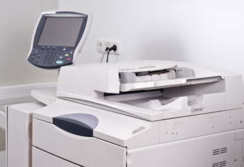 Modernes Kopiersystem mit separatem Bedienpanel neutrales Displa