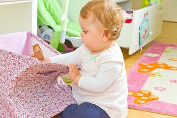 Kleines Kind beim Spielen