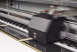 Werbetechnik Digital Drucker bei der Arbeit