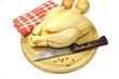 poulet entier sur planche à découper