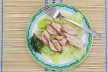 Smoked mackerel on iceberg lettuce