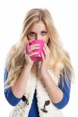 Blondine mit Kaffeebecher