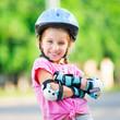 Girl on roller skates - 70997783