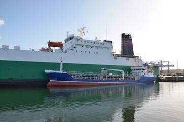 Schiffe im Hafen - Tanker