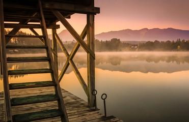Romantische Stimmung frühmorgens am See