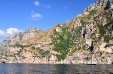 przepiękny malowniczy krajobraz wybrzeża amalfi we Włoszech