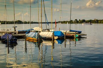 Segelboote auf der Alster in Hamburg