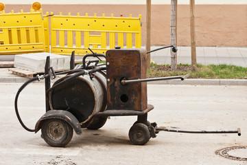 Strassenbauarbeiten - Eine Bitumenspritzmaschine