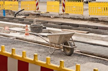 Gleisbauarbeiten - Ein Stillleben zwischen gelben Absperrbaken