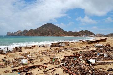 Trash on the Medano beach