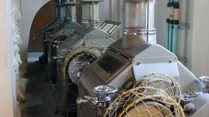Wheat milling. Wheat flour milling machine.