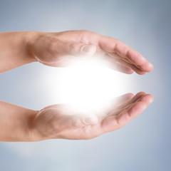 Hände halten Sonne