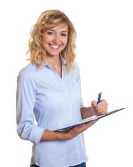 Lachende Sekretärin mit Clipboard