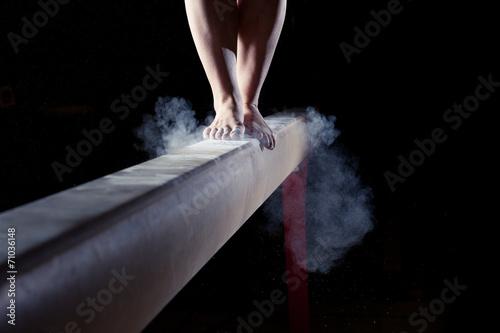 feet of gymnast on balance beam - 71036148