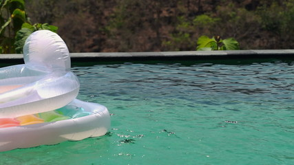 Float mattress in the swimming pool