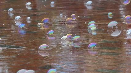 シャボン玉と雨の日と子供_2