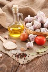 garlic, sea salt, pepper, sunflower oil, bay leaf, onion and tom
