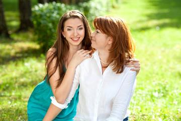 Мама и дочь на отдыхе
