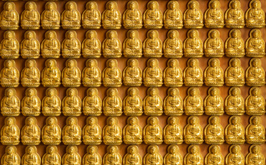 ten thousand golden buddhas lined up along the wall of chinese t
