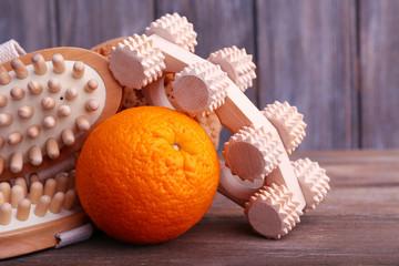 Roller brush, orange and oval brushes