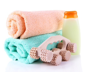 Wooden roller brush, towels and shampoo