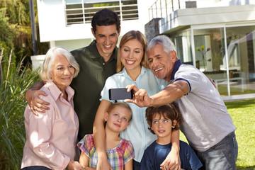 Selfie von der Familie im Sommer