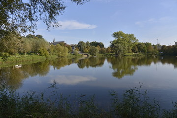 L'étang principal du parc de Neerpede en fin de journée