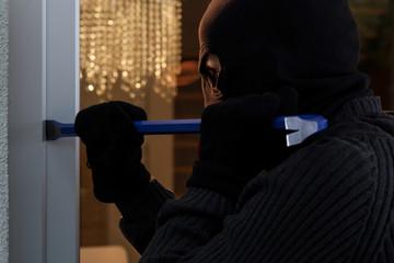 Dangerous burglar