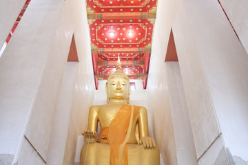 Big golden buddha at Wat Pa Lelai, Supanburi, Thailand