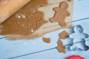 making christmas gingerbread man cookie