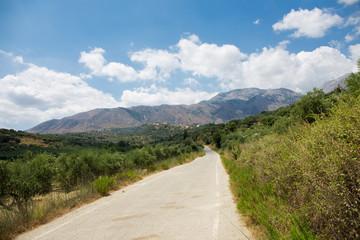 Straße in den Gebirgen auf Kreta