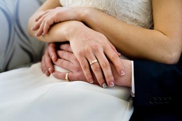свадебные кольца молодоженов