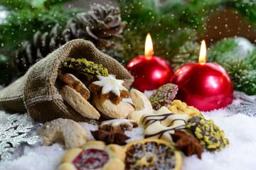Weihnachtsgebäck im Jutesäckchen