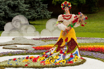 "Flower Arrangement ""Sculpture symbol of Ukraine"""