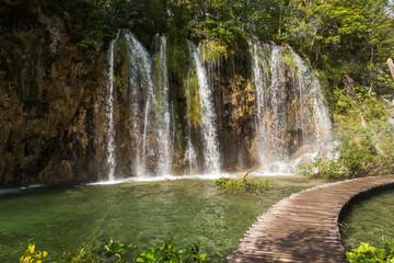 Ponton, cascades et chutes