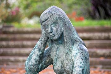 """Freiplastik """"Die Sinnende"""" von Ursula Ullrich-Jacobi (2003)"""