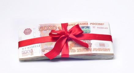 Деньги перевязанная красной лентой с бантиком