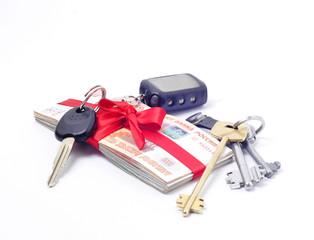 Стопка денег перевязанная лентой ключи от квартиры машины