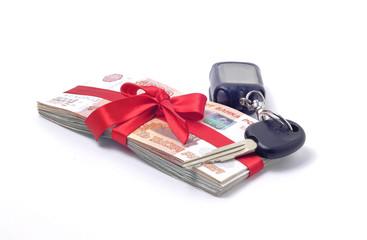 Стопка денег перевязанная  лентой ключи от машины
